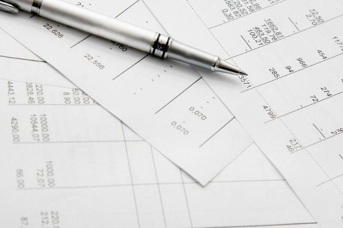 a pen on top of statements of retained earnings